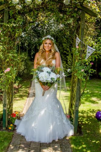Bride-garden-swing