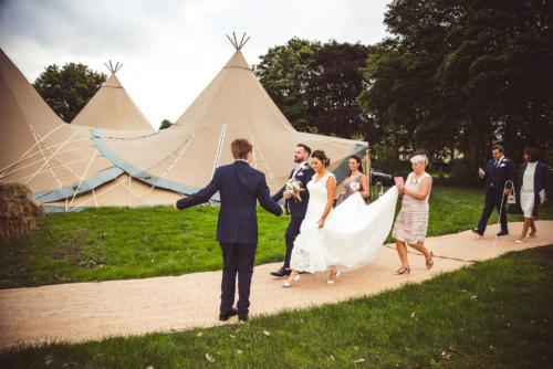 bride-groom-tipii-walk