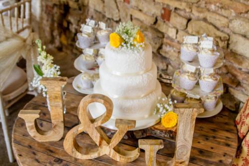 wedding-cake-barn